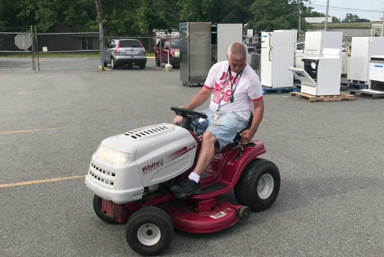 Who Makes White Lawn Mowers