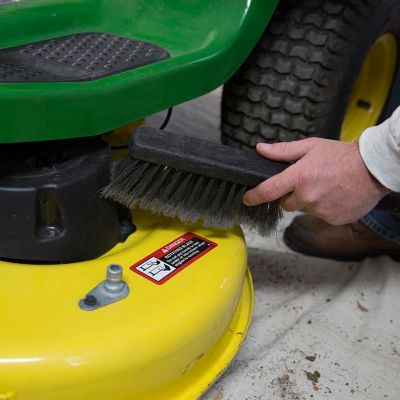 Cleaning process of the lawn mower deck