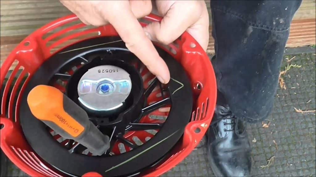 How To Fix A Lawn Mower Pull Cord That Is Stuck